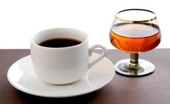 sovmestimy-li-kofe-i-spirtnye-napitki