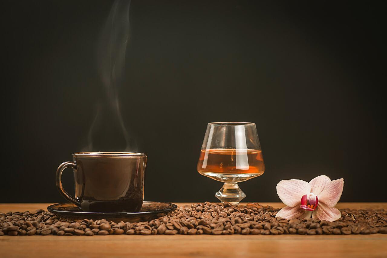 Что происходит, если одновременно пить кофе и алкоголь