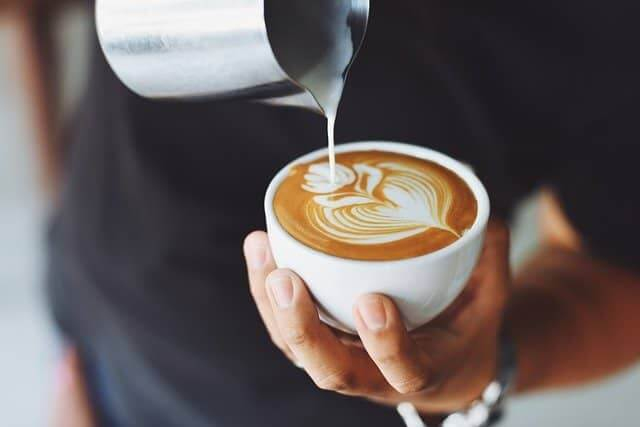 Молоко нейтрализует кофеин