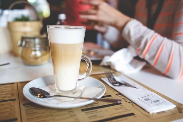 Кофе латте — изысканный напиток, который поражает своим нежным вкусом и тонким ароматом