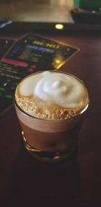 Чем отличается макиато от молочно-кофейных коктейлей