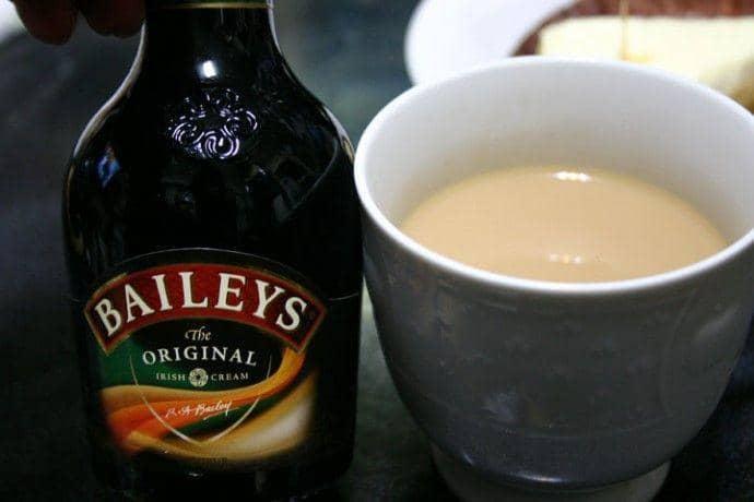 Рецепт кофе с Бейлисом и молоком