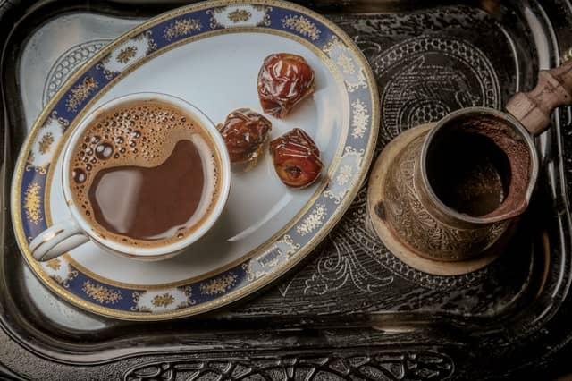 турецкий кофе финиками и курагой